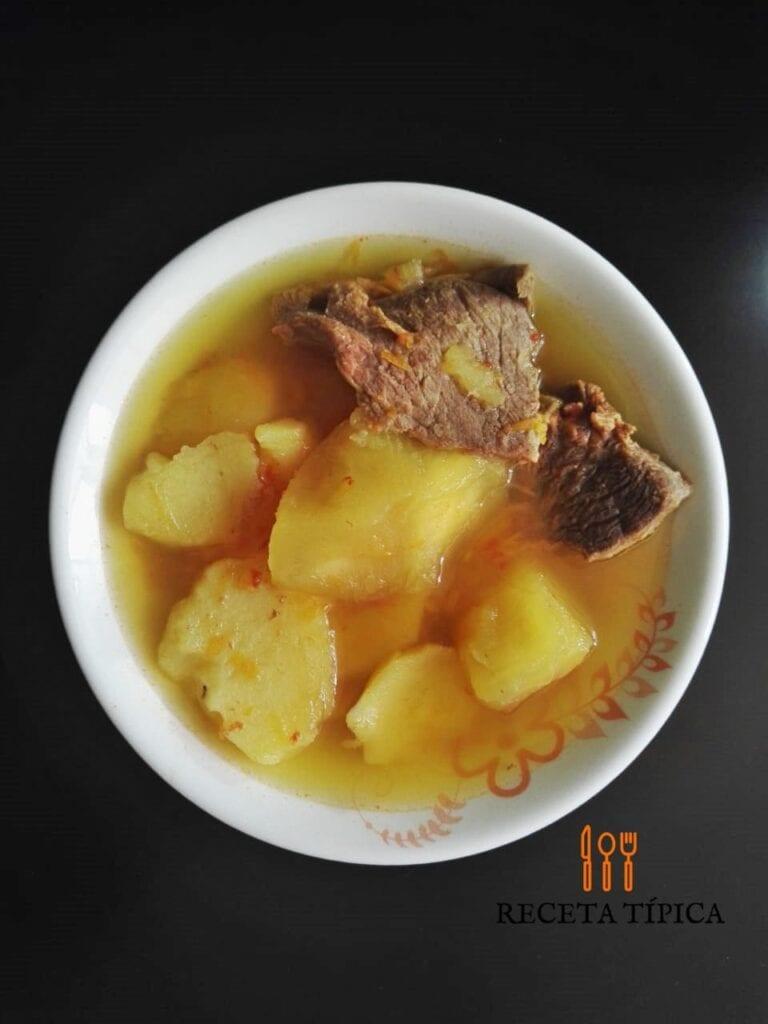 Caldo de papa y yuca, receta de comida colombiana