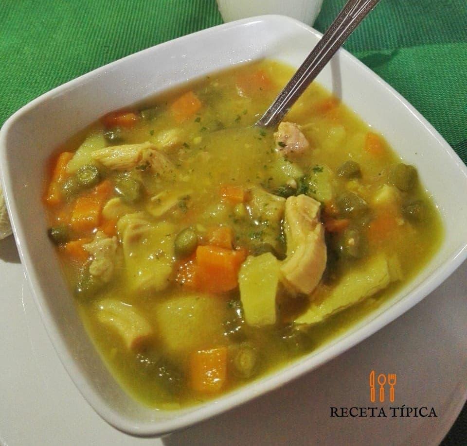 Plato con sopa de mondongo