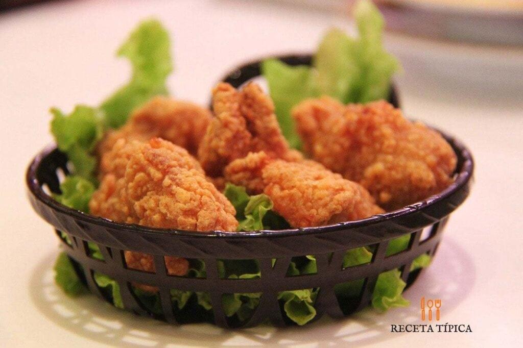 Cubeta con pollo apanado