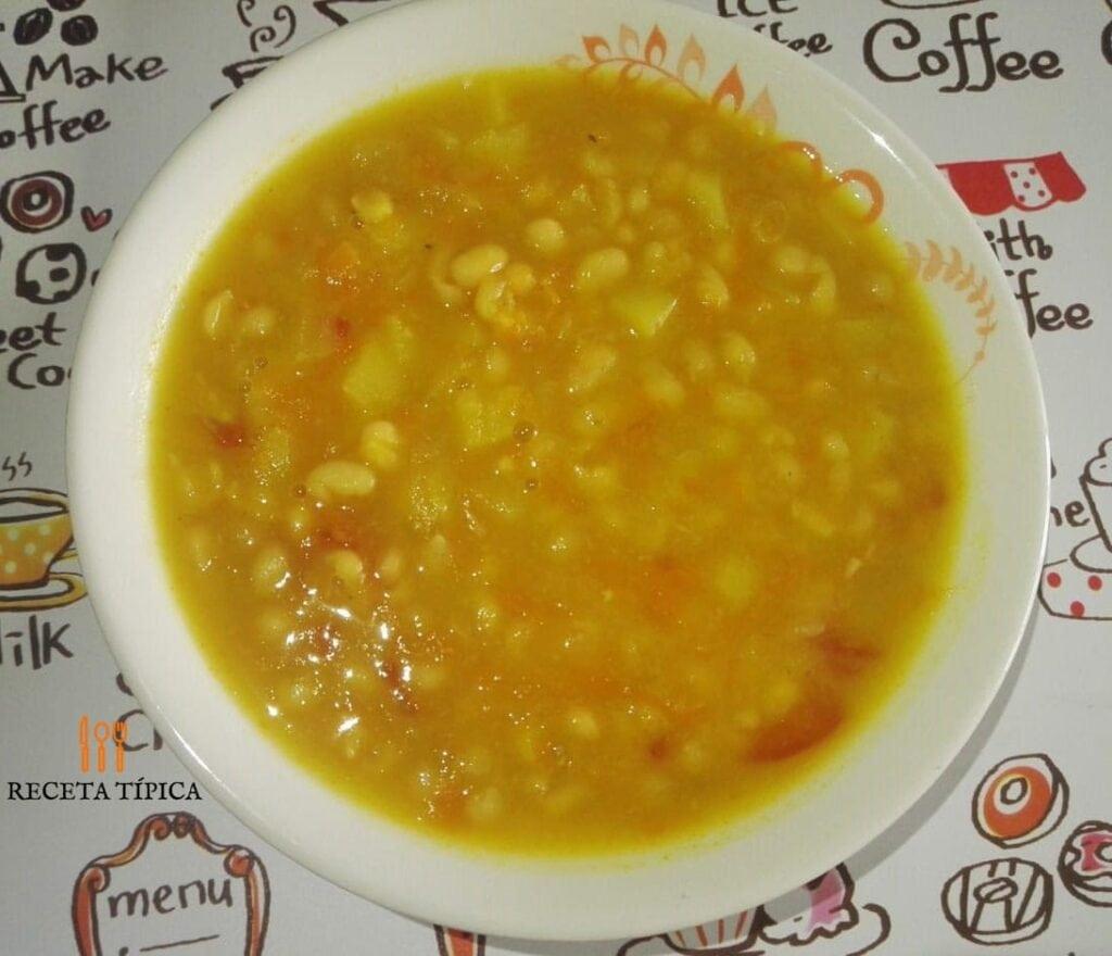Sopa de Blanquillos también conocida como sopa de frijoles blancos