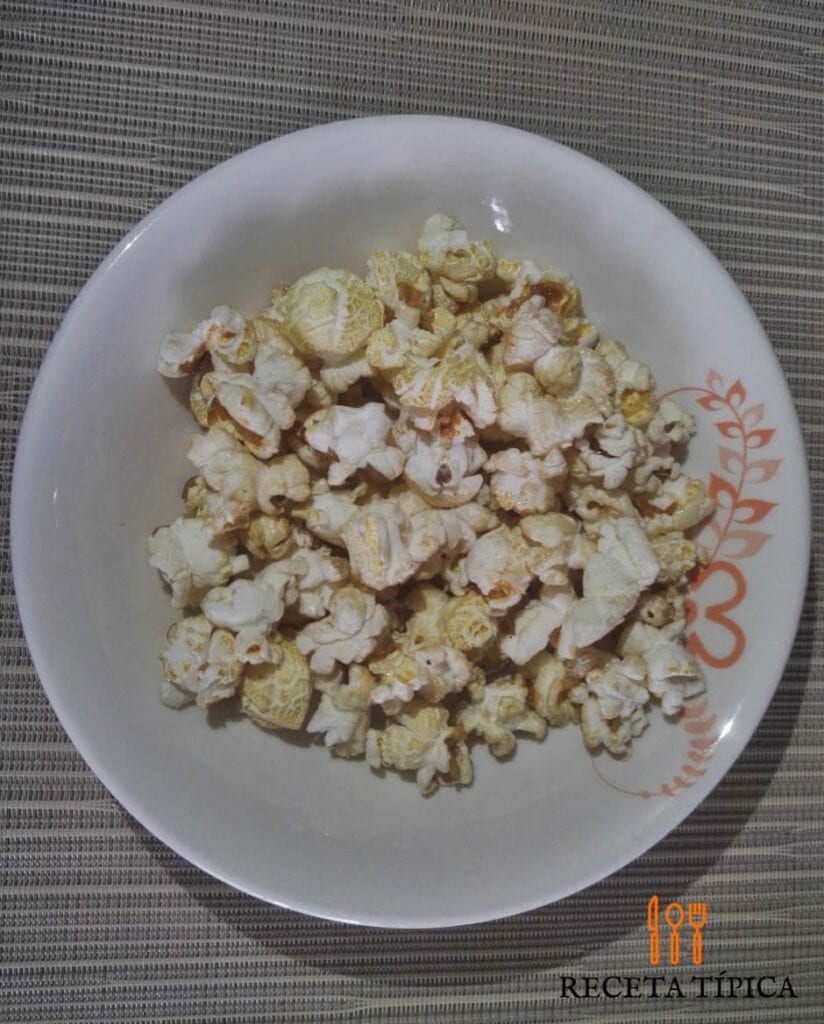 Dish with Popcorn or Crispetas