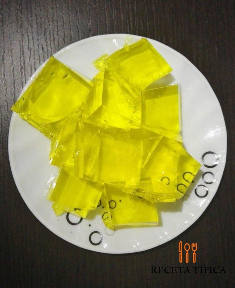 Plato de gelatina hecho en casa