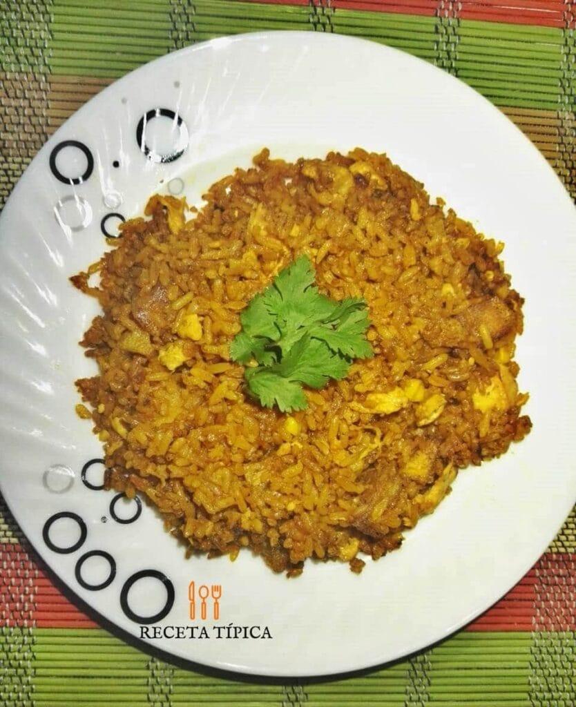 Plato con arroz a la valenciana, receta colombiana