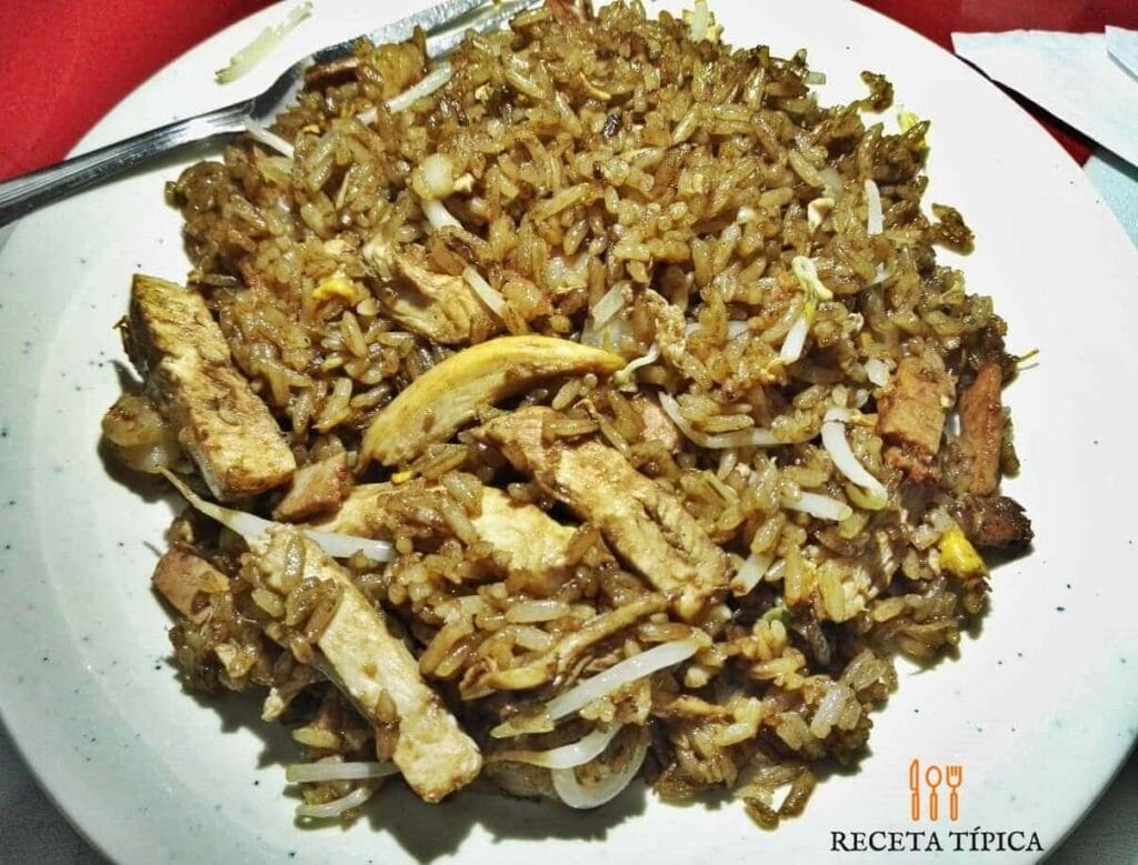 plato con arroz chino