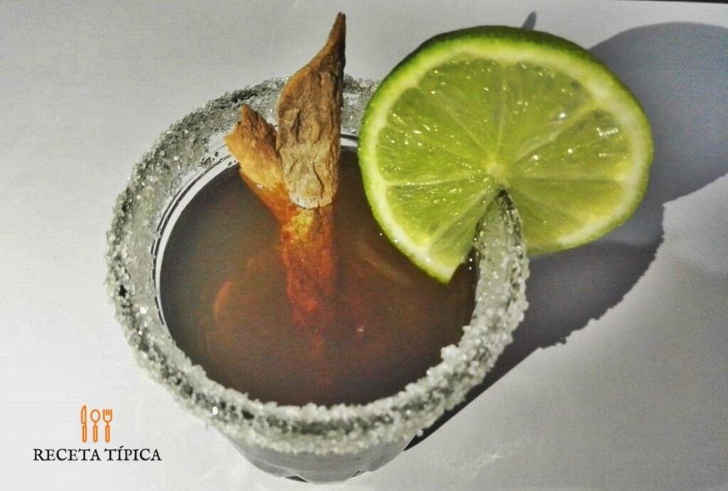 vaso con canelazo colombiano