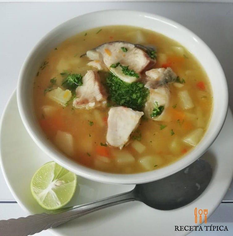 Plato con sopa de pescado, fish soup