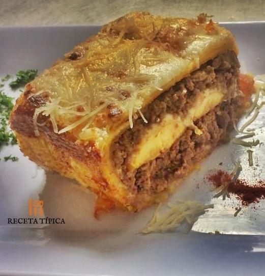 Porción de lasagna de carne
