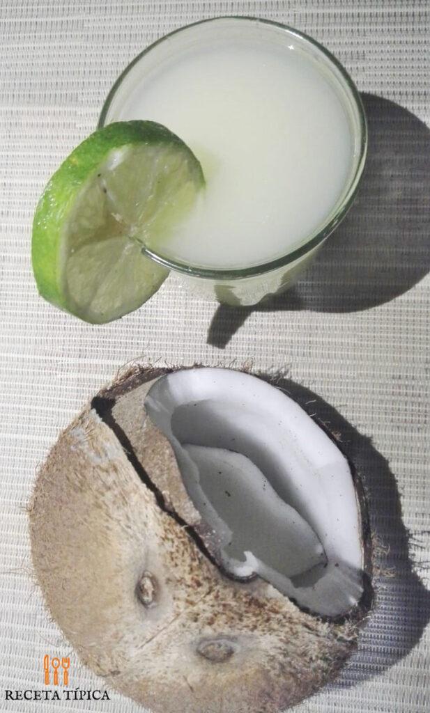 Vaso de limonada de coco