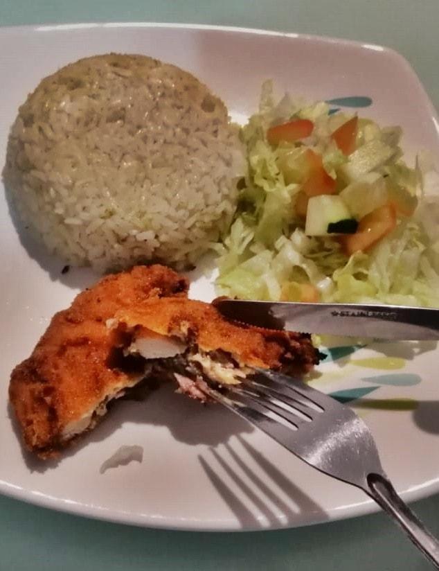 Plato con Milanesa de pollo al horno