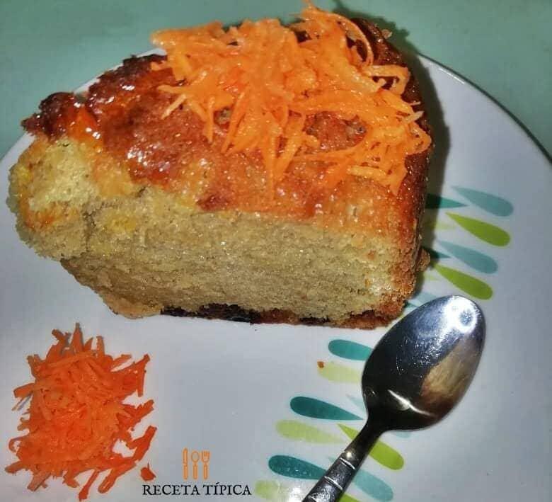 Porción de torta de zanahoria