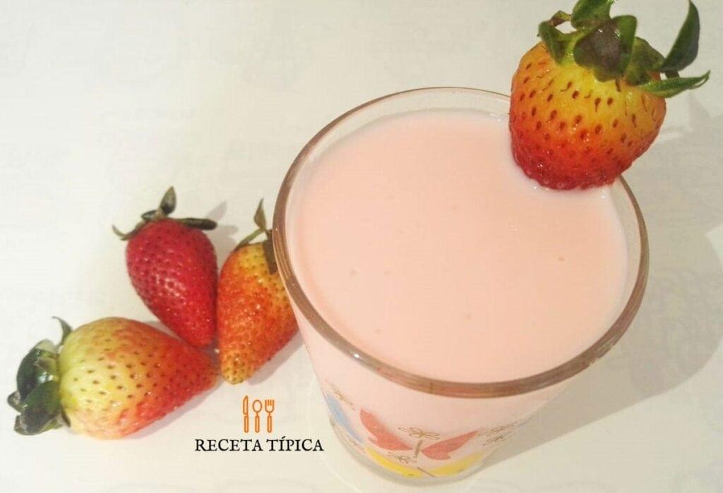 vaso con Yogurt casero de fresa
