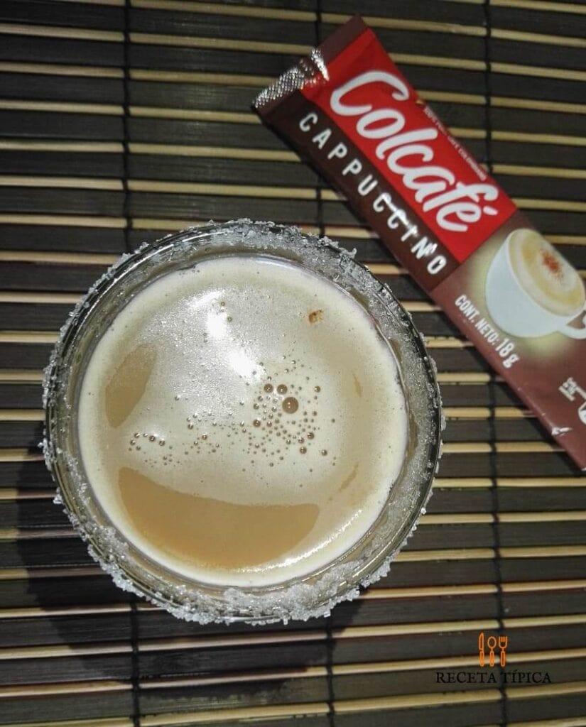 Vaso con café carajillo