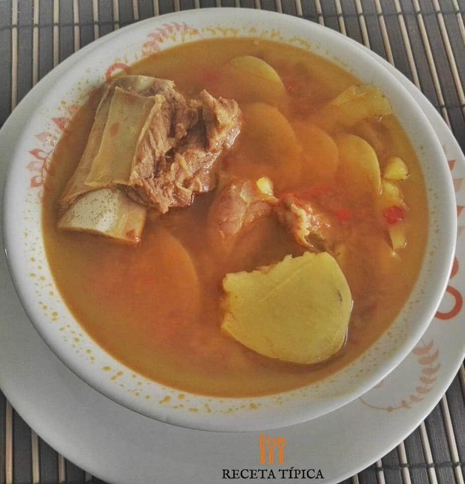 plato con caldo de costilla