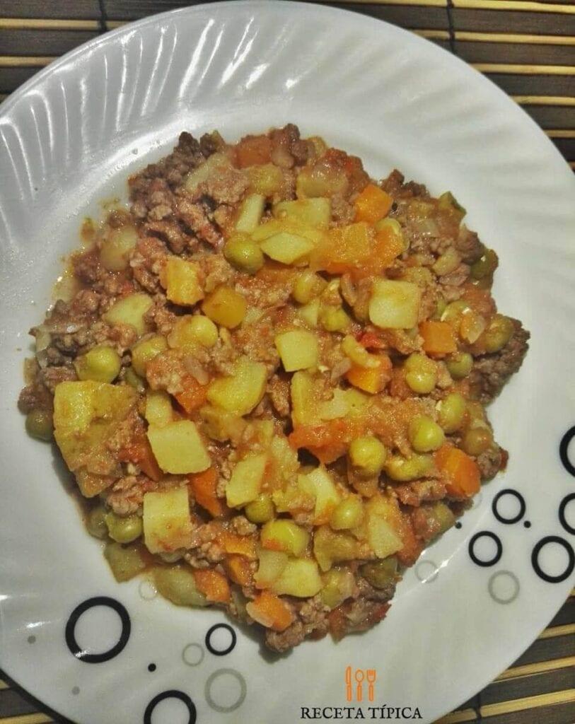 plato de carne molida con papas