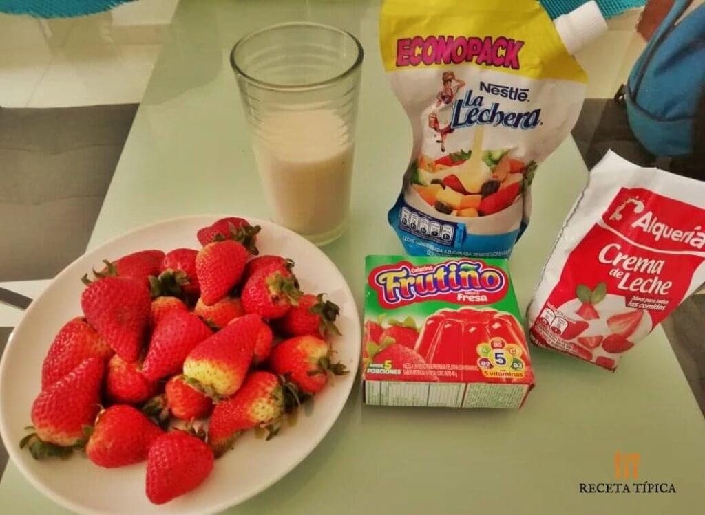 Ingredientes para preparar postre de fresas
