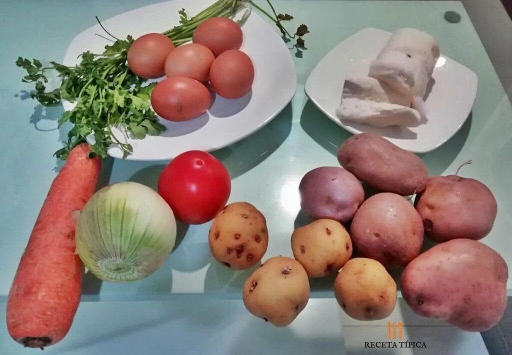 Ingredientes para preparar sopa de tortilla de huevo