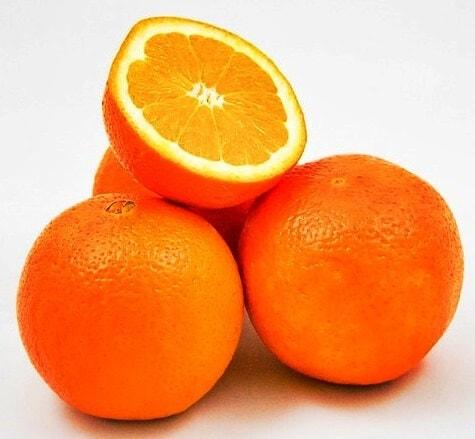 tres naranjas enteras y una a la mitad