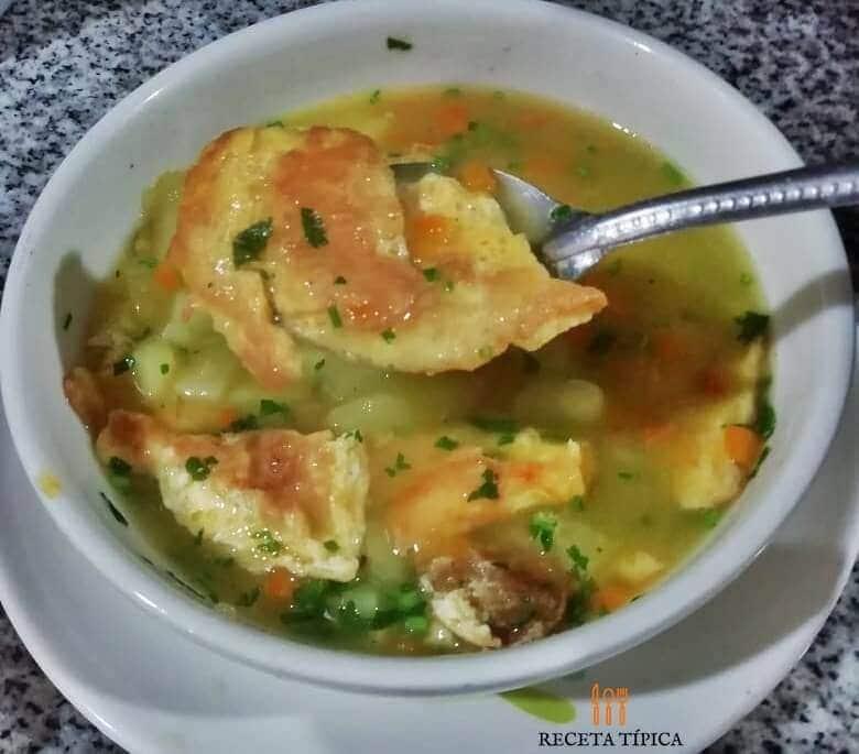 Sopa de tortilla de huevo
