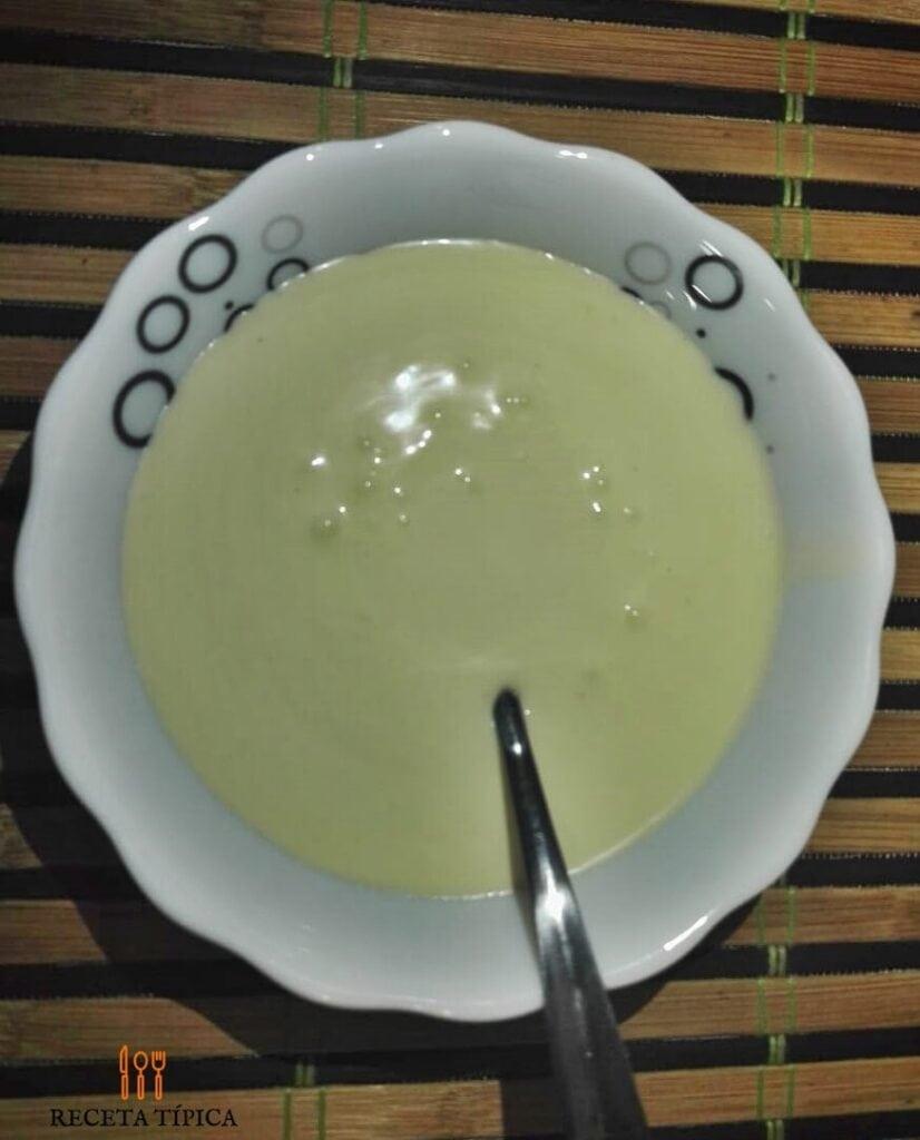 plato con crema de leche casera