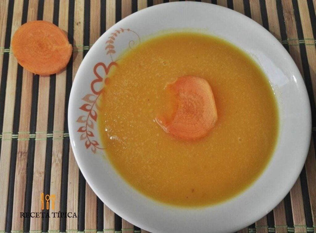 Plato con crema de zanahoria