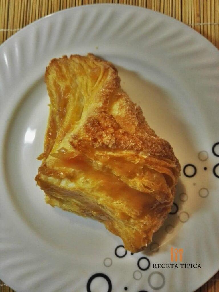 pastel de arequipe y guayaba