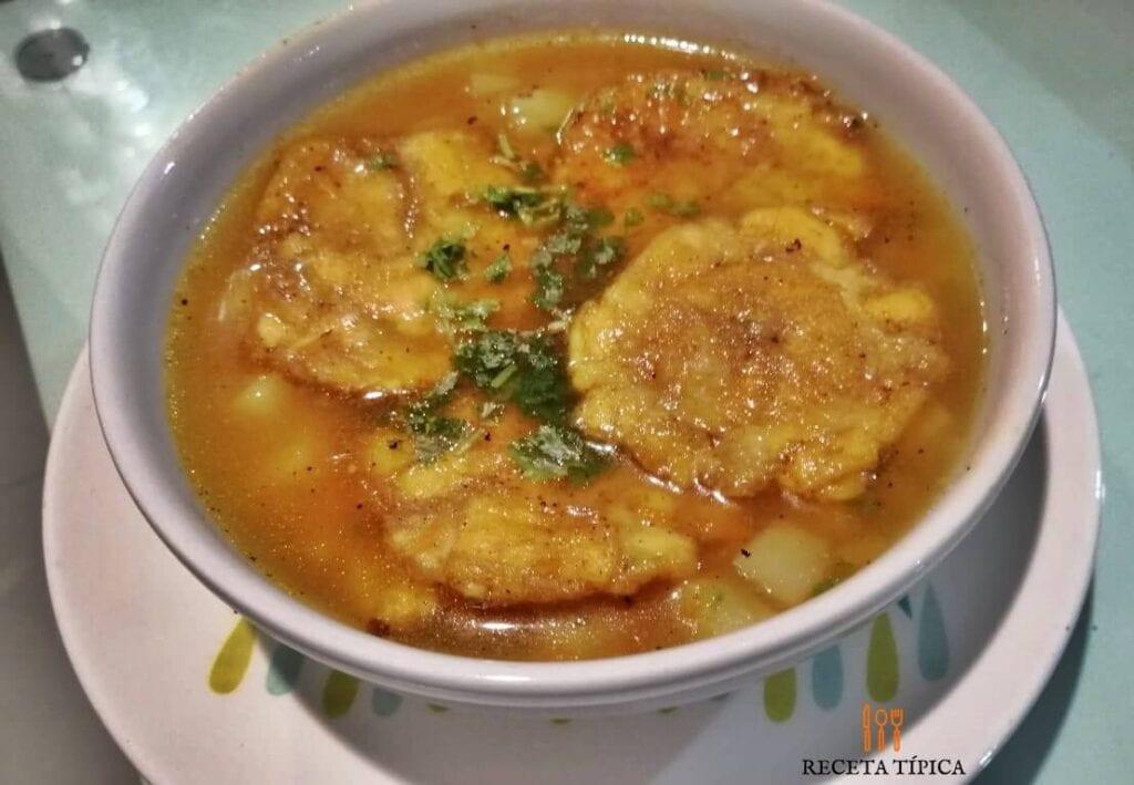 plato con sopa de patacón