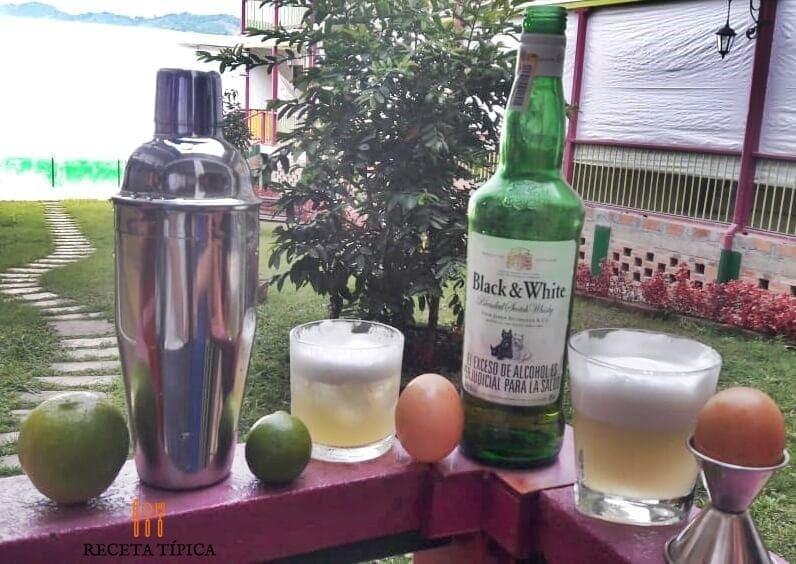 vaso con sour whiskey