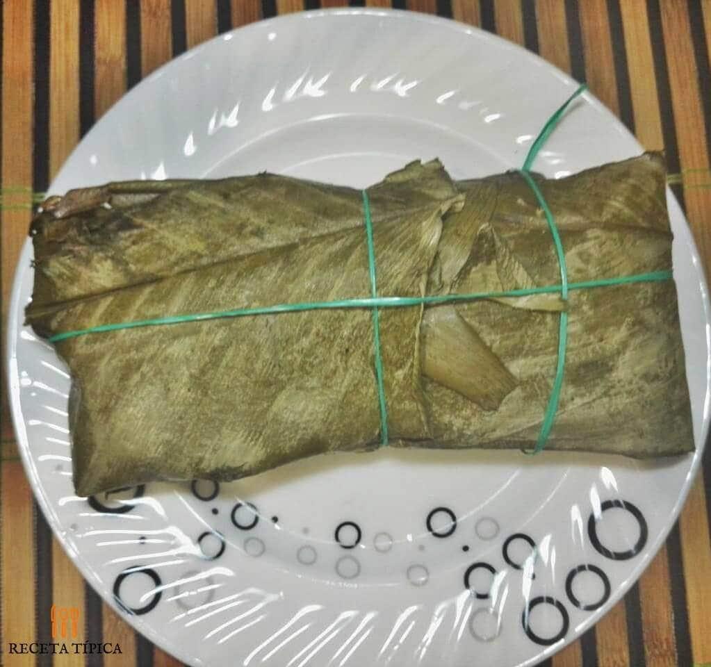 plato con tamal de cerdo
