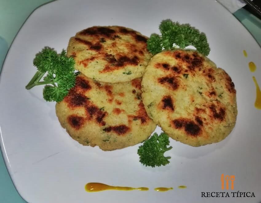 plato con torticas de coliflor
