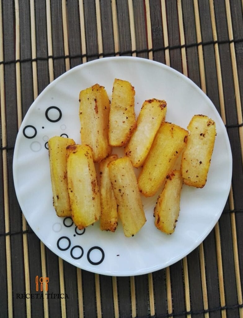 plato con yuca frita