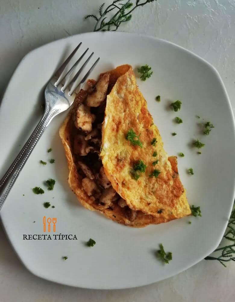 Plato con huevos omelet