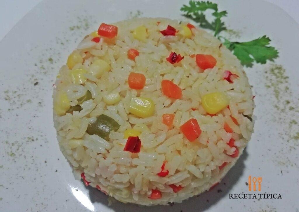 Porción de arroz primavera