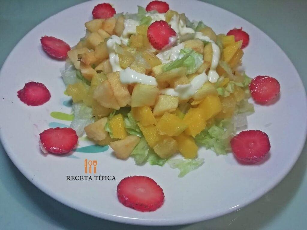Plato con ensalada dulce