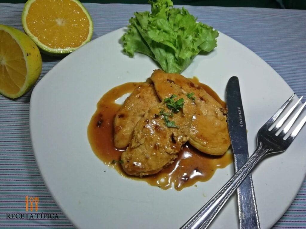 Plato con pollo a la naranja
