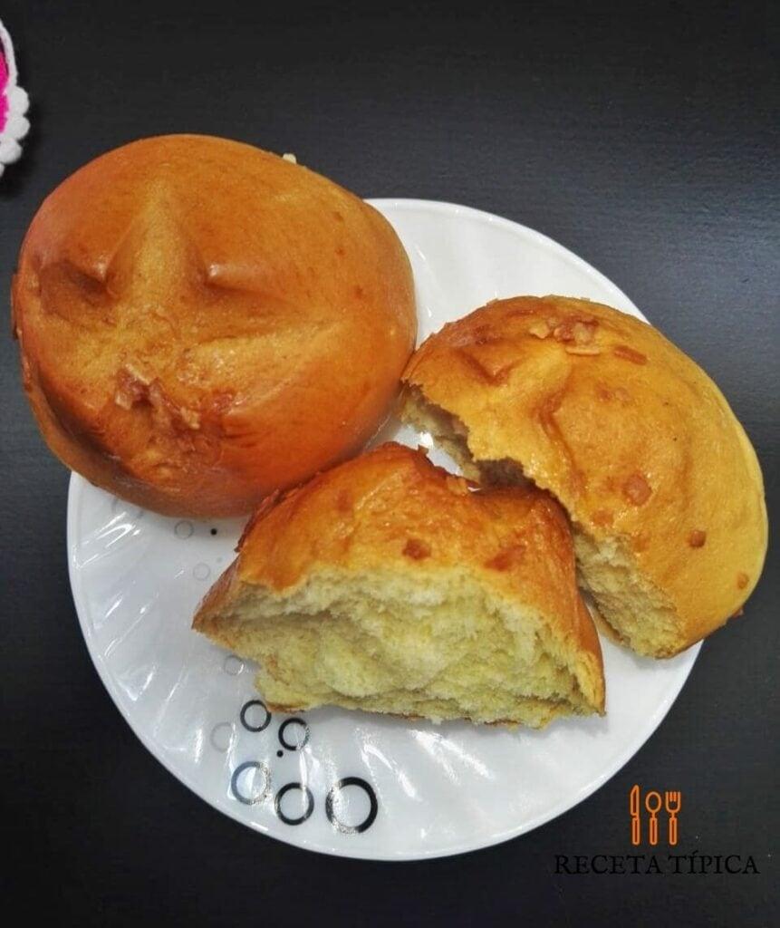 Plato con pan de coco