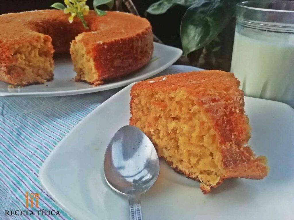 Porción de torta de mandarina