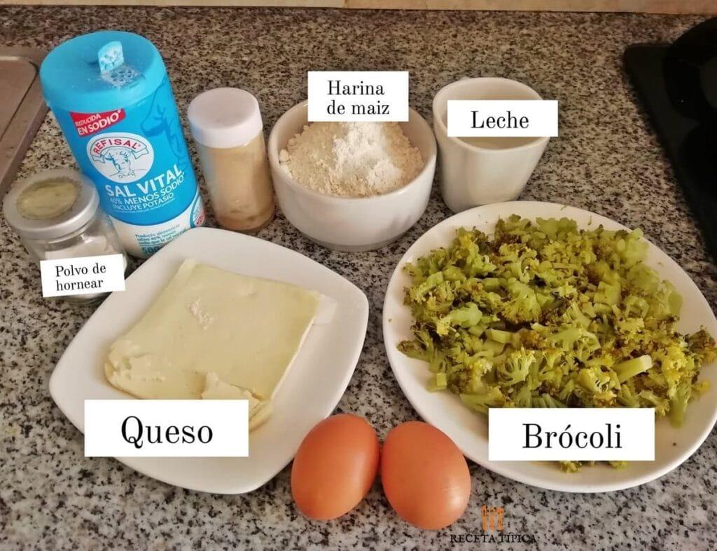 Ingredientes para preparar buñuelos de brócoli: Polvo de hornear, harina de maíz, leche, brócoli, huevos, sal.