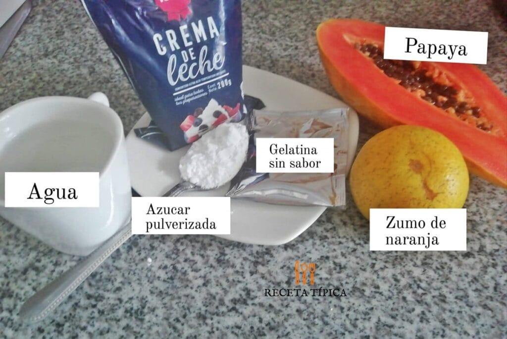 Ingredientes para preparar mousse de papaya: agua, azúcar pulverizada, papaya, crema de leche, gelatina sin sabor y zumo de naranja